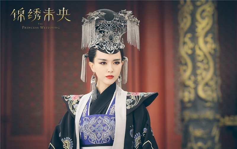 That head gear and the ear accessories is amazing!!! I'm a sucker for historical Chinese drama costumes. I can stare at it all day, not lying.